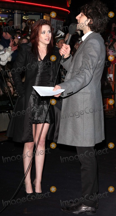 Alex Zane Photo - London UK Kristen Stewart and Alex Zane at the Premiere of Twilight hed at the Vue West End Leicester Square in London  3rd December 2008Keith MayhewLandmark Media