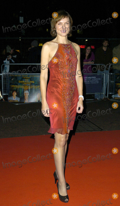 Fiona Bruce Photo - London UK Fiona Bruce at The Darjeeling Limited closing gala during BFI London Film Festival at Odeon Leicester Square Cinema in London UK1st November 2007Can NguyenLandmark Media