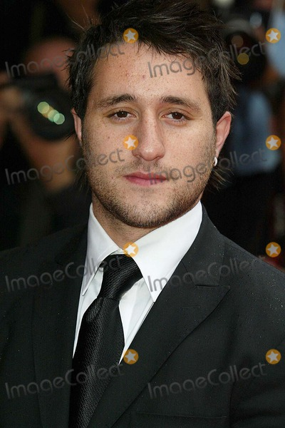 Antony Costa Photo - London Antony Costa from Blue arrives at the European film premiere of Around the World in 80 days at Vue West End Leicester Square22 June 2004JENNY ROBERTSLANDMARK MEDIA
