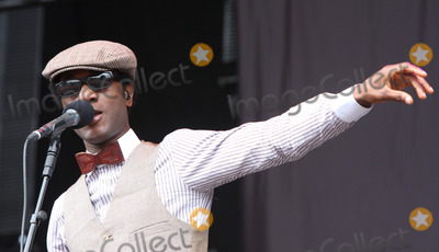 Aloe Blacc Photo - Chelmsford UK Aloe Blacc  performs   live on the V stage during day 1 of the V Festival in Hylands Park 20st August 2011Keith MayhewLandmark Media