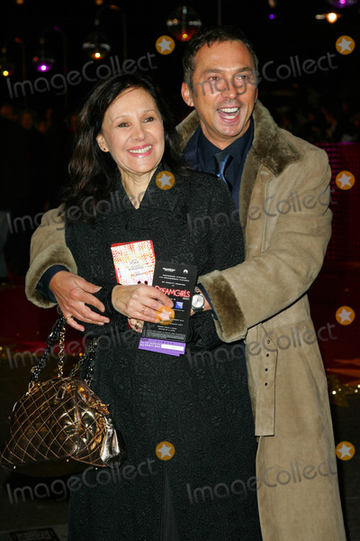 Arlene Phillips Photo - London UK Bruno Tonioli and Arlene Phillips at the UK Premiere of Dreamgirls held at the Odeon on Leicester Square London 21st January 2007Keith MayhewLandmark Media