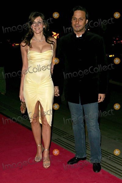Arun Nayer Photo - London Elizabeth Hurley and Arun Nayer at the Beauty Week launch party at the V  A Museum24 January 2005Trevor MooreLandmark Media