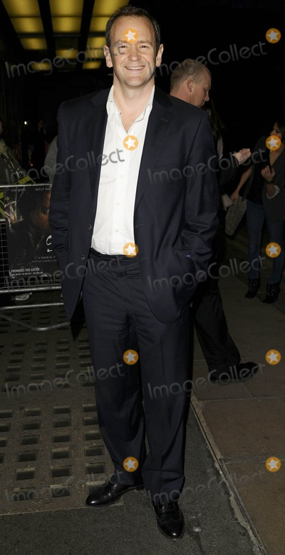 Alexander Armstrong Photo - London UK Alexander Armstrong at the Skelling VIP screnning held at the Curzon Mayfair cinema in London 25th March 2009Can NguyenLandmark Media
