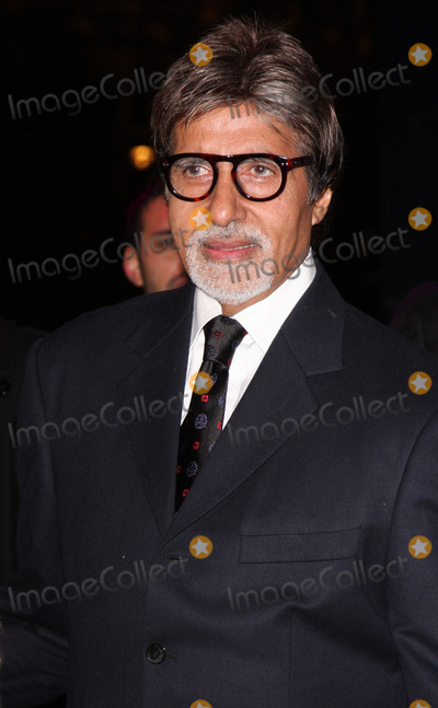 Amitabh Bachchan Photo - London UK Amitabh Bachchan at the premiere of Chandni Chowk to China at the Empire Cinema Leicester Square12 January 2009Keith MayhewLandmark Media