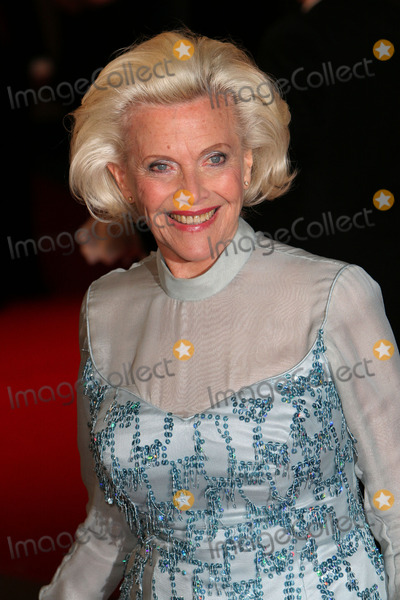 Honor Blackman Photo - London Honor Blackman at the London premiere of  Shall We Dance  Odeon West End Leicester Square 16th February 2005 Paolo PirezLandmark Media