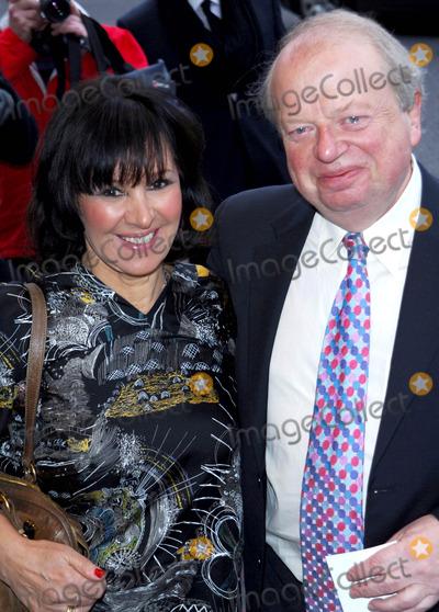 Arleene Phillips Photo - London UK Arleene Phillips and John Sargeant at the  South Bank Show Arrivals held at the Dorchester Hotel Park Lane London 20th January 2009 Chris Joseph Landmark Media