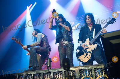 Alice Cooper Photo - London UK Guitarists - Tommy Henriksen and Nita Strauss of Alice Coopers band performing with Alice Cooper  at SSE Arena London England UK on Thursday 16 November 2017 Ref LMK370-J1153-171117Justin NgLandmark MediaWWWLMKMEDIACOM
