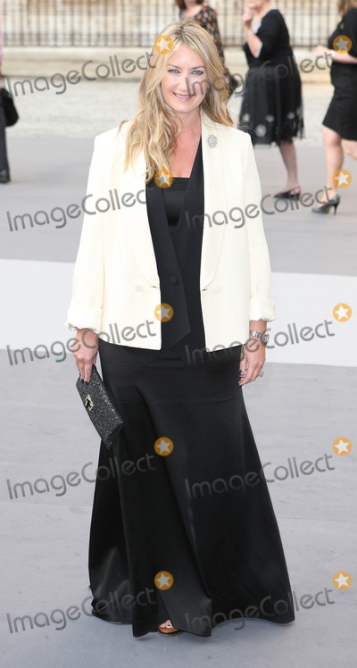 Anya Hindmarch Photo - London UK  Anya Hindmarch   at the Royal Academy Summer Exhibition VIP Private View at the Royal Academy in Piccadilly2nd  June 2011Evil ImagesLandmark Media