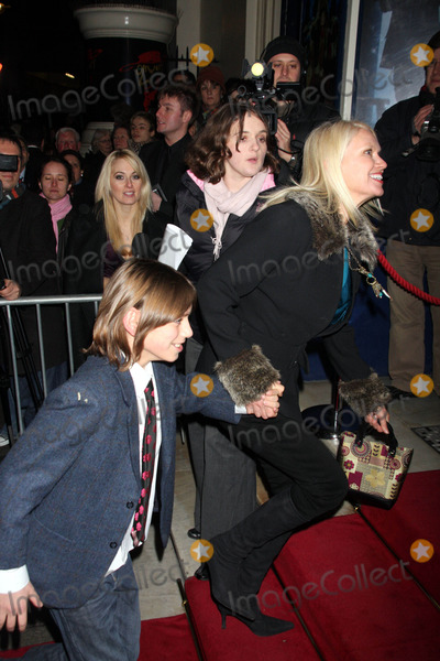 Anneka Rice Photo - London UK  Anneka Rice  attending the Oliver 1st Night opening  at Theatre Royal Dury Lane 14th January 2008ArageeLandmark Media