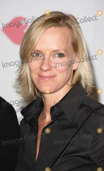 Hermione Norris Photo - London UK Hermione Norris at the Kiss It Better Charity Launch Party held at Harrods in Knightsbridge30 January 2008Keith MayhewLandmark Media