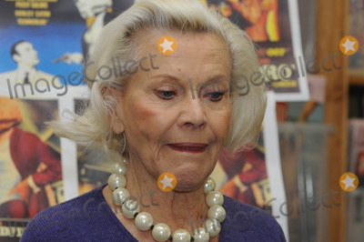 Honor Blackman Photo - London UK   Honor Blackman Signing VinMag Brewer StreetLondon  27th February 2010 Ref   Matt LewisLandmark Media