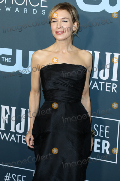 David Webb Photo - SANTA MONICA LOS ANGELES CALIFORNIA USA - JANUARY 12 Actress Renee Zellweger wearing a Dior Haute Couture dress David Webb jewelry and Jimmy Choo shoes arrives at the 25th Annual Critics Choice Awards held at the Barker Hangar on January 12 2020 in Santa Monica Los Angeles California United States (Photo by Xavier CollinImage Press Agency)