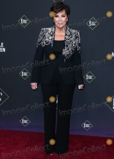 Kris Jenner Photo - SANTA MONICA LOS ANGELES CALIFORNIA USA - NOVEMBER 10 Kris Jenner wearing Alexander McQueen arrives at the 2019 E Peoples Choice Awards held at Barker Hangar on November 10 2019 in Santa Monica Los Angeles California United States (Photo by Xavier CollinImage Press Agency)