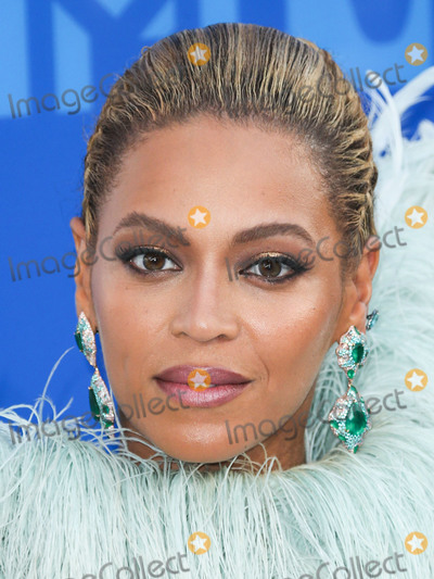 Beyonce Photo - (FILE) Beyonc named musics most powerful woman by BBC Womans Hour power list The superstar came first in a list of the industrys 40 most influential women thanks to her feminism activism and empowering musical messages MANHATTAN NEW YORK CITY NY USA - AUGUST 28 Singer Beyonce wearing Francesco Scognamiglio arrives at the 2016 MTV Video Music Awards held at Madison Square Garden on August 28 2016 in Manhattan New York City New York United States (Photo by Xavier CollinImage Press Agency)