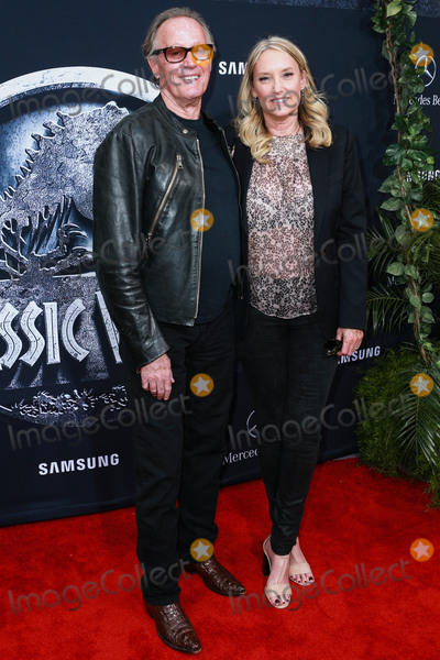 Peter Fonda Photo - (FILE) Peter Fonda Dies At 79 HOLLYWOOD LOS ANGELES CALIFORNIA USA - JUNE 09 Actor Peter Fonda and wife Margaret DeVogelaere arrive at the World Premiere Of Universal Pictures Jurassic World held at the Dolby Theatre on June 9 2015 in Hollywood Los Angeles California United States (Photo by David AcostaImage Press Agency)