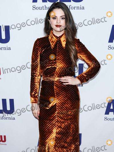 Four Seasons Photo - (FILE) Selena Gomez Makes Big Donation to Cedars-Sinai Amid Coronavirus COVID-19 Pandemic Health Crisis Selena Gomez is making a major donation to Cedars-Sinai BEVERLY HILLS LOS ANGELES CALIFORNIA USA - NOVEMBER 17 Singer Selena Gomez wearing Prada arrives at ACLU SoCals Annual Bill Of Rights Dinner 2019 held at the Beverly Wilshire Four Seasons Hotel on November 17 2019 in Beverly Hills Los Angeles California United States (Photo by Xavier CollinImage Press Agency)