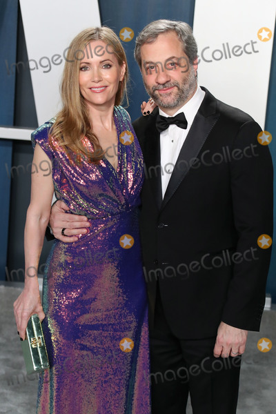 Man Photo - BEVERLY HILLS LOS ANGELES CALIFORNIA USA - FEBRUARY 09 Leslie Mann and Judd Apatow arrive at the 2020 Vanity Fair Oscar Party held at the Wallis Annenberg Center for the Performing Arts on February 9 2020 in Beverly Hills Los Angeles California United States (Photo by Xavier CollinImage Press Agency)