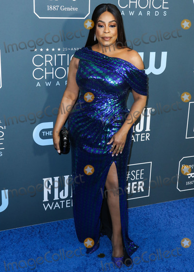 Niecy Nash Photo - SANTA MONICA LOS ANGELES CALIFORNIA USA - JANUARY 12 Niecy Nash arrives at the 25th Annual Critics Choice Awards held at the Barker Hangar on January 12 2020 in Santa Monica Los Angeles California United States (Photo by Xavier CollinImage Press Agency)