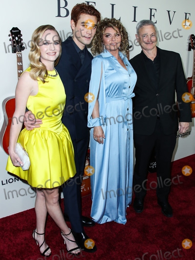 Britt Robertson Photo - HOLLYWOOD LOS ANGELES CALIFORNIA USA - MARCH 07 Britt Robertson KJ Apa Shania Twain and Gary Sinise arrive at the Los Angeles Premiere Of Lionsgates I Still Believe held at ArcLight Cinemas Hollywood on March 7 2020 in Hollywood Los Angeles California United States (Photo by Xavier CollinImage Press Agency)