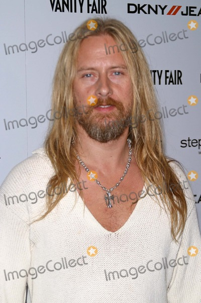 Alice in Chains Photo - Dkny Jeans Presents Vanity Fair in Concert to Benefit Step Up Womens Network at the Wiltern Lg Los Angeles California 102304 Photo by Milan RybaGlobe Photos Inc 2004 Jerry Cantrell (Alice in Chains)