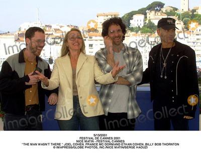 The Coen Bros Photo - 132001 Festival DE Cannes 2001 Nice Matin - Festival Cannes the Man Wasnt There  Joel Cohen France Mc Dormand Ethan Cohenbilly Bob Thornton ImapressGlobe Photos Incnice Matinserge Haouzi
