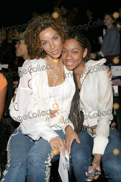 Nicole Mitchell Murphy Photo - Mercedes-benz Fall 2005 Fashion Week Petro Zillia Collection (Celeb) at Smashbox Studios in Culver City  CA 3-16-2005 Photo Byjaimie Rodriguez-Globe Photos Inc 2005 Nicole Mitchell Murphy and Daughter