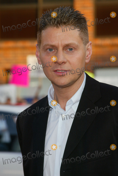 Andrew Niccol Photo - Simone Premiere at Mann National Theatre in Westwood CA Writer - Director Andrew Niccol Photo by Fitzroy Barrett  Globe Photos Inc 8-13-2002 K25824fb (D)