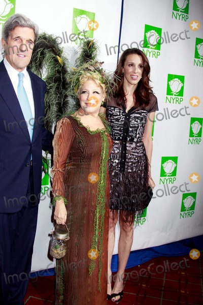 ALEXANDRA  KERRY Photo - Bette Midlers New York Restoration Project Celebrates 15th Birthday at Annual Hulaween Gala the Waldorf Astoria Hotel NYC 10-29-2010 Photos by Sonia Moskowitz Globe Photos Inc 2010 John Kerry Bette Midler and Alexandra Kerry