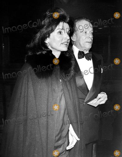 Jacqueline Kennedy Onassis Photo - Jacqueline Kennedy Onassis and William Walton Globe Photos Inc Jacquelinekennedyonassisobit