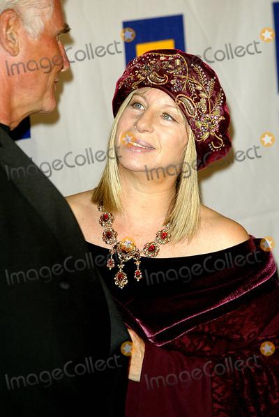 James Brolin Photo - James Brolin Barbra Streisand Human Rights Campaign Awards Hotel Century Plaza Century City Los Angeles USA Mar 6 Photo by Alec Michael  Globe Photos Inc 2004