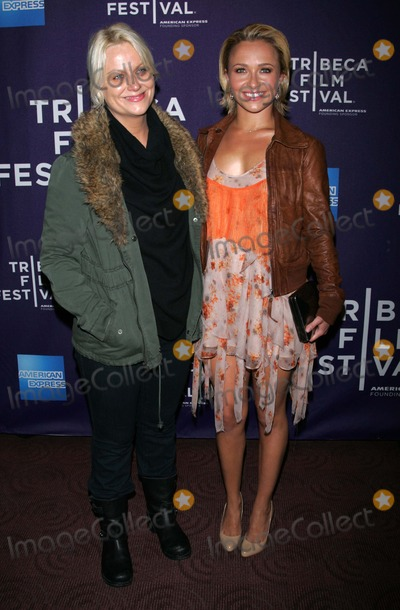 AMY POHLER Photo - Amy Pohler and Hayden Panettiere Arrives For the Tribeca Film Festival Premiere of Hoodwinked Too at the Chelsea Clearview Cinemas in New York on April 23 2011 Photo by Sharon NeetlesGlobe Photos Inc