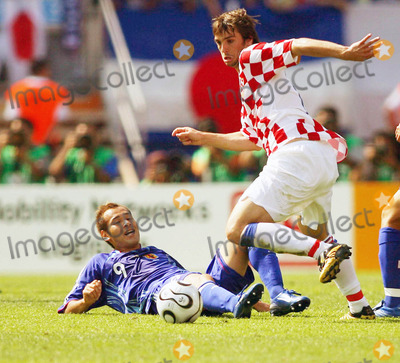 Akira Kaji Photo - Naohiro Takahara  Niko Kovac Challenge Japan V Croatia Kiko Kranjcar  Akira Kaji Japan V Croatia World Cup Soccer 06-18-2006 Photo by Allstar-Globe Photos
