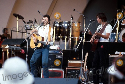 Bruce Springsteen Photo - Bruce Springsteen and Jackson Browne Robert LandauGlobe Photos Inc