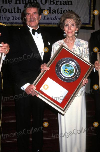 Hugh OBrian Photo - Youth Foundation Awards Awards Nancy Reagan_hugh Obrian Photo by Adam ScullGlobe Photosinc Nancyreaganretro