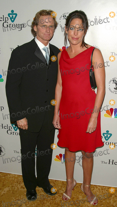 Jere Burns Photo - the 6th Annual Teddy Bear Ball the Regent Beverly Wilshire Hotel Beverly Hills CA December 8 2002 Photo by Milan RybaGlobe Photos Inc 2002 Jere Burns and Wife
