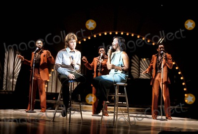 Andy Gibb Photo - MacGlobe Photos E2143 1981 Andy Gibb and Gladys Knight