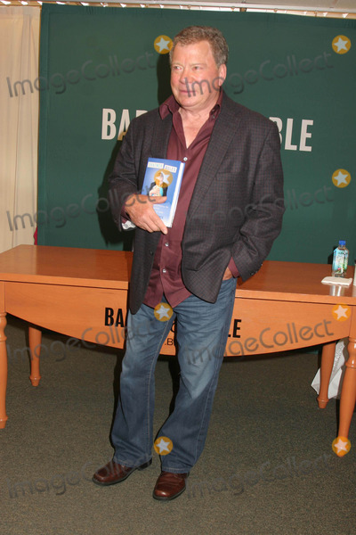 William Shatner Photo - William Shatner Signs Copies of Shatner Rules at the Barnes and Noble on 5th Avenue in New York City 10-06-2011 Photo by Paul Schmulbach-Globe Photos Inc