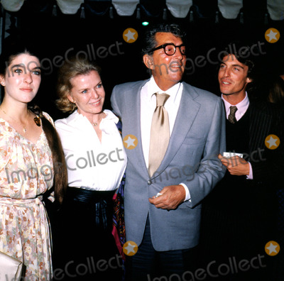 Dean Martin Photo - Dean Martin with Wife Jeannie and Children Daughter and Ricci MichelsonGlobe Photos Inc