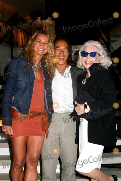 Anne Slater Photo - Donna Karan Celebrates the Launch of Moving Toward Balance 8 Weeks of Yoga with Rodney Yee Donna Karan New York City 05252004 Photomitchell Levy Rangefinders  Globe Photos Inc 2004 Rodney Yee with His Girlfriend Colleen and Anne Slater