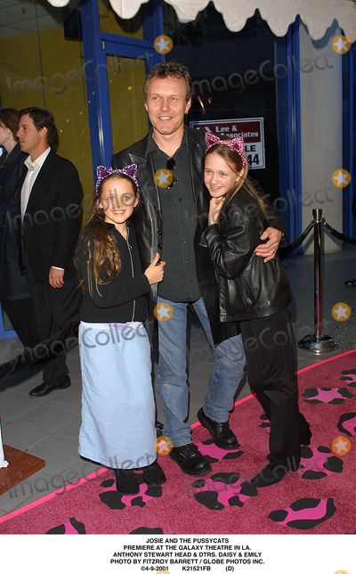 Anthony Stewart Head Photo - Josie and the Pussycats Premiere at the Galaxy Theatre in LA Anthony Stewart Head  Dtrs Daisy  Emily Photo by Fitzroy Barrett  Globe Photos Inc 4-9-2001 K21521fb (D)