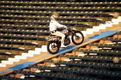 Evel Knievel Photo - Evel Knievel LA Coliseum 1973 Set 26969 Photo by Globe Photos