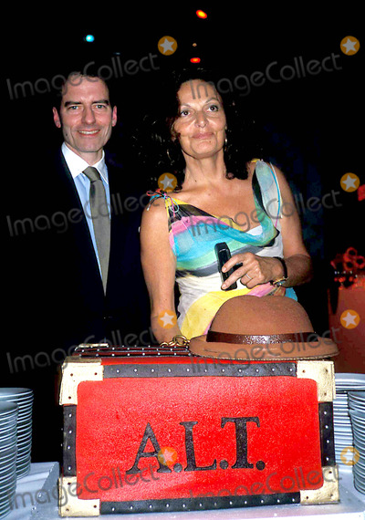 Andr Talley Photo - Diane Von Furstenberg and (Andre Talleys Cake) K30951rhart Andre Leon Talleys Dinner Party at Diane Von Furstenberg Studio in New York City 612003 Photo Byrose HartmanGlobe Photos Inc