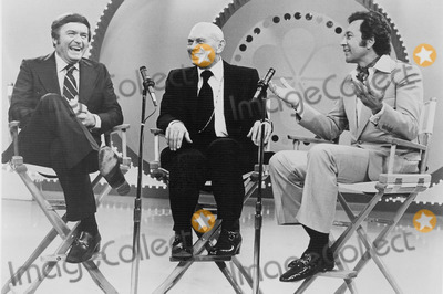 Yul Brynner Photo - The Mike Douglas Show 1975 Mike Douglas Yul Brynner and Vic Damone Smp-Globe Photos Inc Mikedouglasretro