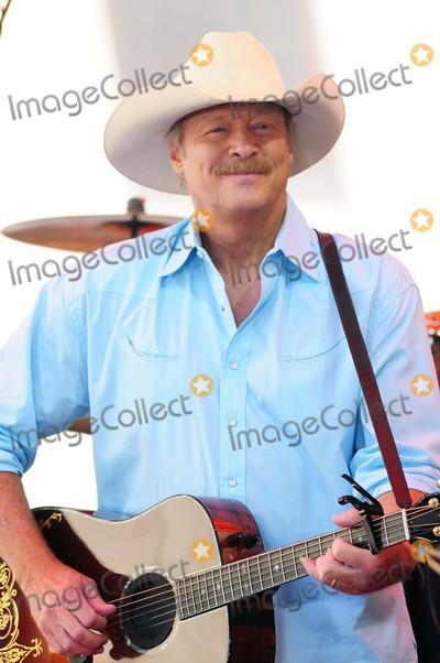 Alan Jackson Photo - Alan Jackson Rockefeller Center NY 07-17-15 Photo by - Ken Babolcsay IpolGlobe Photos