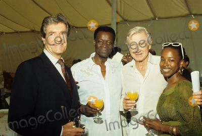 Hugh OBrian Photo - Lloyd Bridges Hugh Obrian  Brock Peters and Lisa Peters F8476 Photo by Bob V Noble-Globe Photos Inc
