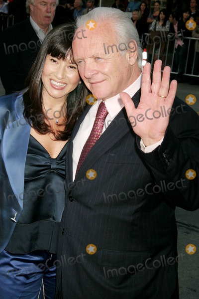 Stella Arroyave Photo - Fracture Los Angeles Premiere Mann Village Theatre Westwood CA 04-11-07 Anthony Hopkins and Wife Stella Arroyave Photo Clinton H Wallace-photomundo-Globe Photos Inc