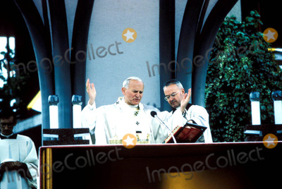 John Paul Photo - Pope John Paul Ii Photo Ipol  Globe Photos Inc