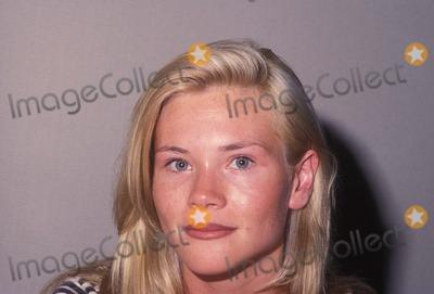 Amy Locane Photo - Amy Locane 1992 A9905 Photo by Alan Derek-Globe Photos Inc