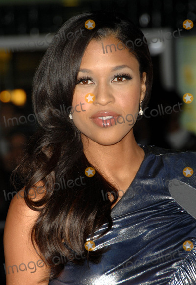 Kali Hawk Photo - Kali Hawk attends the Los Angeles Premiere of Couples Retreat Held at the Manns Village Theatre in Westwood California on October 5 2009 Photo by David Longendyke-Globe Photos Inc 2009 K62887dl