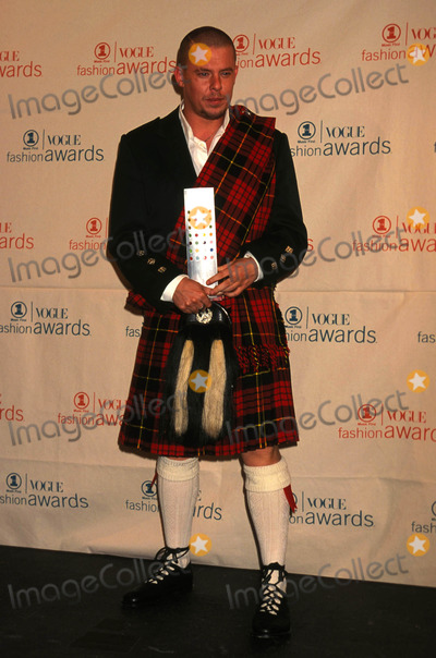Alexander McQueen Photo - Alexander Mcqueen 69th Vh1 - Vogue Fashion Awards at the Armory in New York City 12-05-1999 K17425lr Alexandermcqueenretro Photo by Lisa Rose-Globe Photos Inc